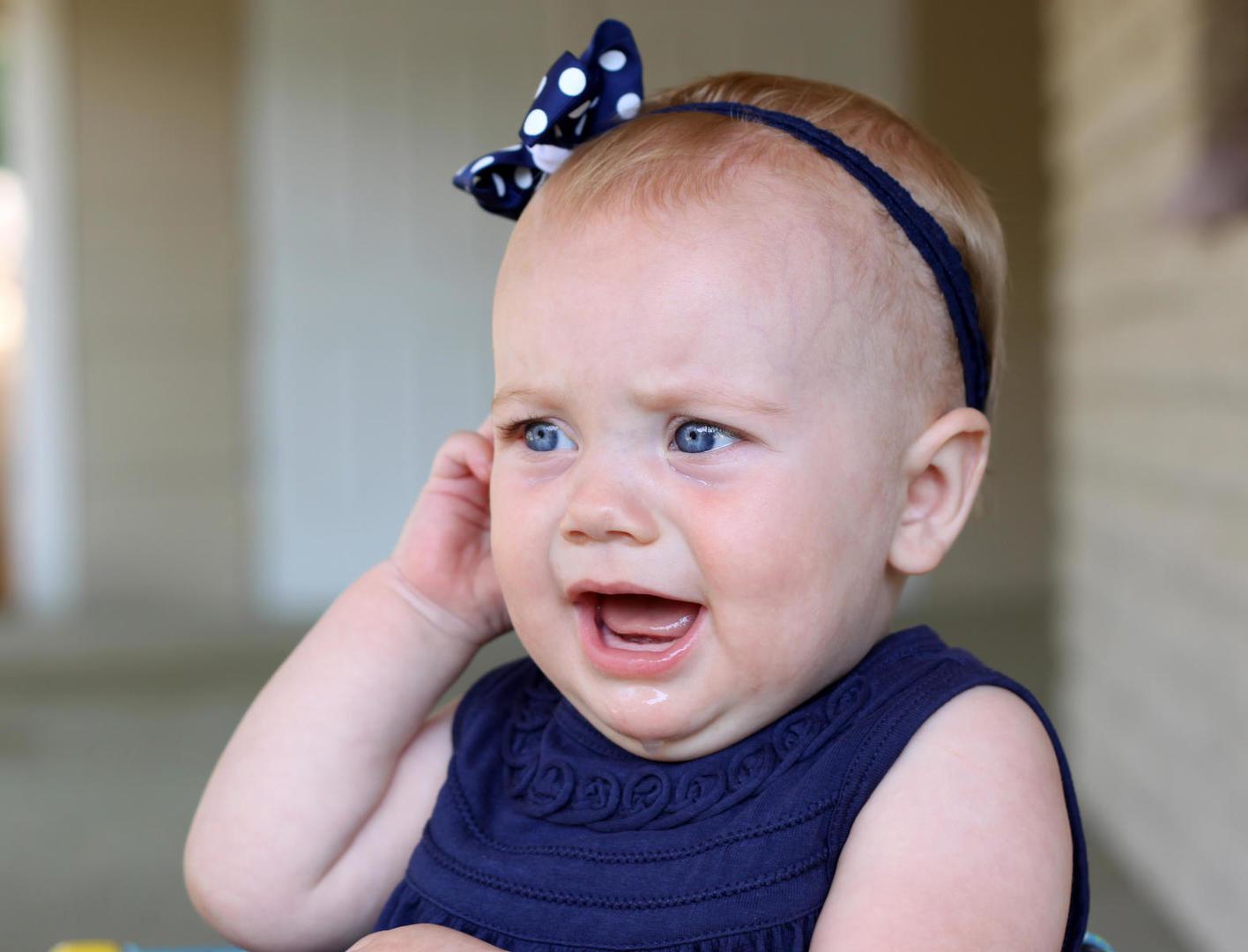 گوش درد نوزاد چه دلایلی دارد و راه درمان این عارضه چیست؟